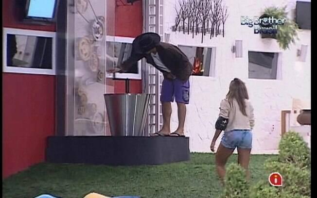 Fael diz para Fabiana que não contou  quantas vezes girou a manivela