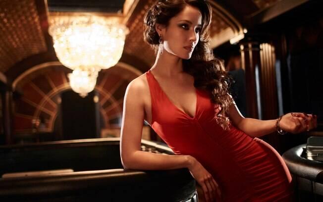 Uma Bond Girl é mestre em como seduzir um homem