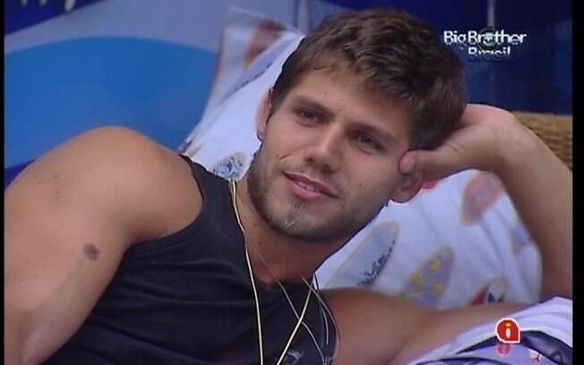 Jonas lembra que João Maurício saiu do reality depois de enfrentar um Paredão contra ele