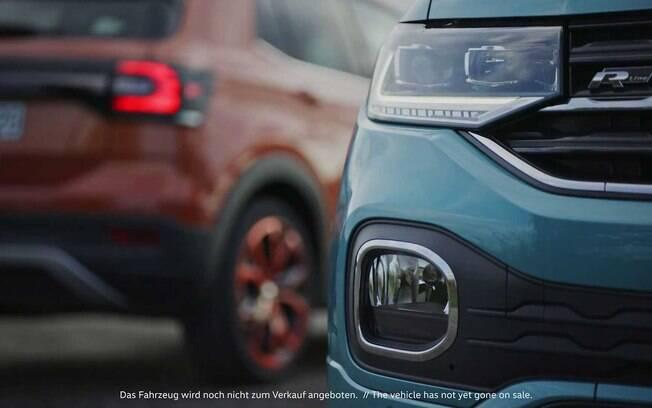 VW T-Cross 2019: a traseira revela uma curiosa conexão entre as lanternas fumê; detalhe inédito nos SUVs da categoria