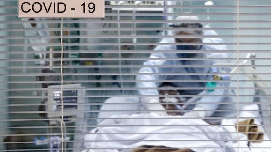 Após pico em março, número de mortes por Covid-19 entre enfermeiros cai em abril