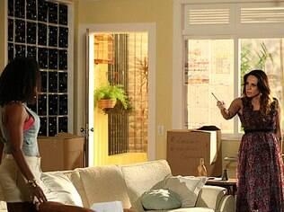 Juliana ameça Carolaine durante discussão