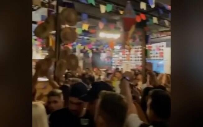 Vídeos mostram baladas funcionando lotadas em Americana