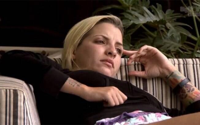 Clara espera por Fabian
