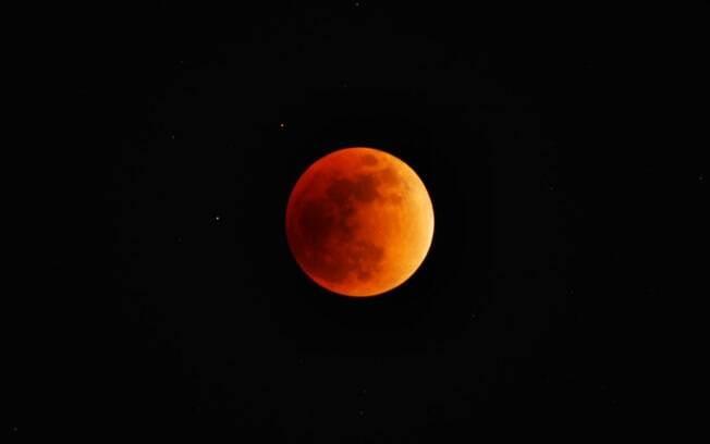 'Superlua de Sangue de Lobo' ocorrerá na madrugada de domingo para segunda e poderá ser observada em todo o país