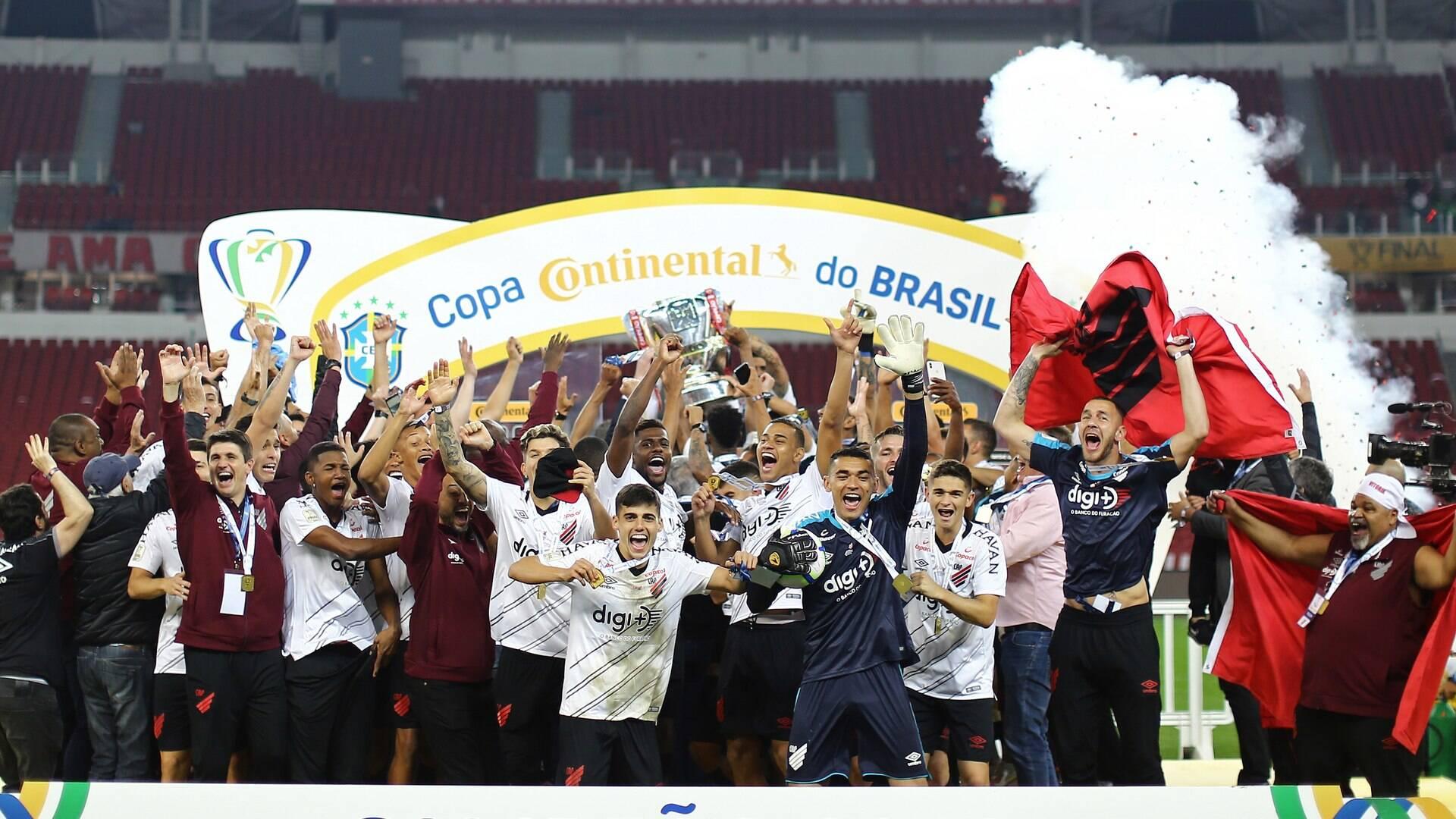 Resultado de imagem para Com golaço, Athletico-PR volta a derrotar Inter no Beira-Rio e conquista Copa do Brasil