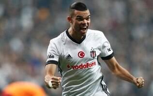 Pepe deixa o Besiktas e paga salários de funcionários do clube, diz jornal