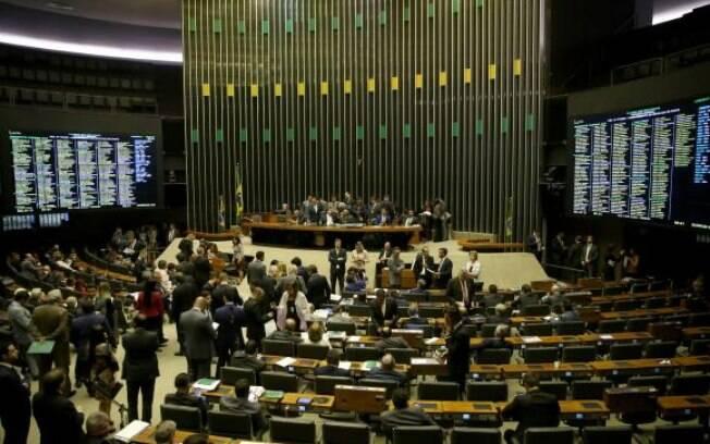 Plenário da Câmara retoma votação da reforma política nesta terça-feira (26)