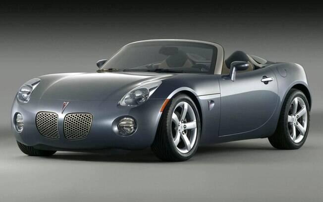 Pontiac Solstice também é um dos carros irmãos do trio de esportivos de Saturn, Opel e Daewoo, todos roadsters