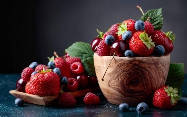 Berries, ou simplesmente frutas vermelhas, são ricas em antioxidantes e vitamina C, atuando ainda contra a inflamação