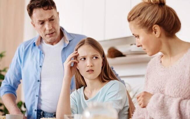 Ao começar a falar sobre sexo com os filhos, os pais devem conversar entre si para alinhar os pensamentos e diálogos
