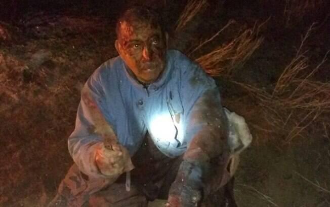 Homem foi encontrado ferido e coberto de sangue
