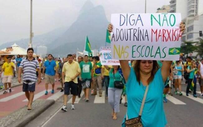 Manifestante engrossa pauta da manifestação no Rio de Janeiro. Foto: Reprodução Facebook