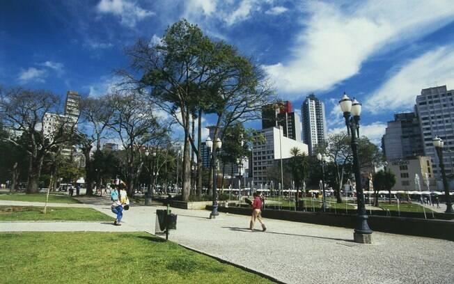 Arborizada e cosmopolita, Curitiba é uma das cidades mais desenvolvidas do País