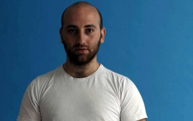 Mischa Badasyan, o artista russo que vai tentar dormir com um homem diferente por noite durante um ano
