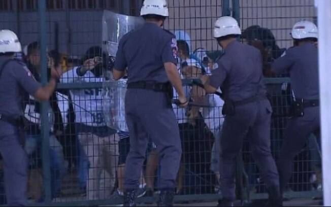 Batalhão de Choque evitou a invasão do gramado durante o jogo do Santos pela Libertadores