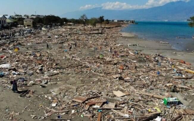 Saques na indonésia ocorreram em cinco cidades da província de Celebes após terremoto seguido por tsunami