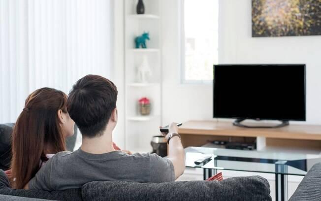 Os televisores são itens importantes na decoração; saiba como incluir em diferentes cômodos sem prejudicar o  visual
