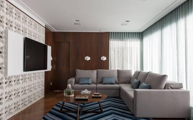 A sala é um dos principais ambientes a receber um dos televisores; veja dicas de como inseri-lo