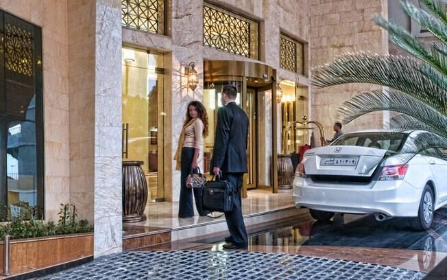Encerrando a lista de hotéis no Catar, Grand Regal Hotel está próximo ao Corniche, calçadão turístico à beira-mar