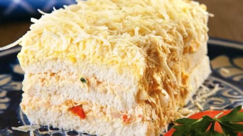 Torta salgada de frango com pao de forma