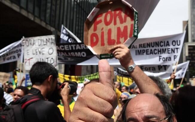 A tampa da caixa de pizza (uma alusão a impunidades?) virou cartaz em São Paulo; pacote anticorrupção foi lançado pelo governo depois dos protestos de 15 de março
