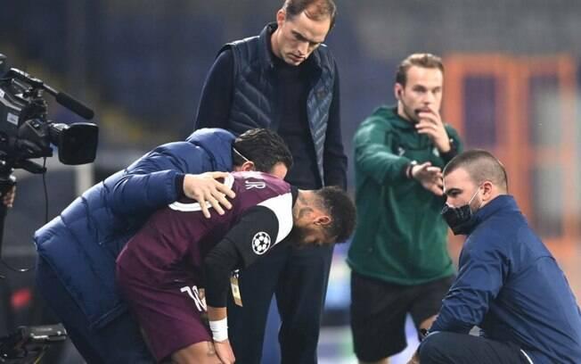 Tuchel se preocupa após lesão de Neymar