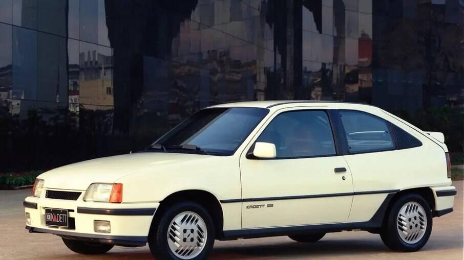 Em 1989, o Kadett era lançado no Brasil nas versões SL, SL/E e a esportiva GS, a mais valorizada hoje em dia