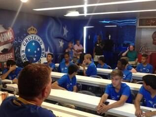 Garotos ficarão até dia 20 de julho em BH, orientados por departamento internacional do Cruzeiro