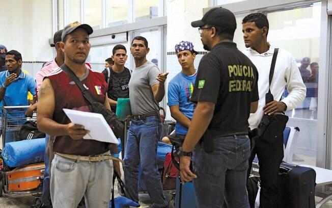 Venezuelanos prestes a sair de Roraima rumo a outras partes do Brasil