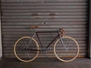 Uma bicicleta em processo de adequação