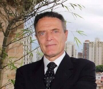 """Antonio Riccitelli é advogado, professor de Direito Constitucional, comentarista político e palestrante da OAB/SP. Além disso já lançou 5 livros, entre eles o sucesso """"Impeachment à Brasileira"""", lançado em 2006. Agora ele se torna colunista do Portal IG para comentar os fatos mais recentes da política brasileira."""