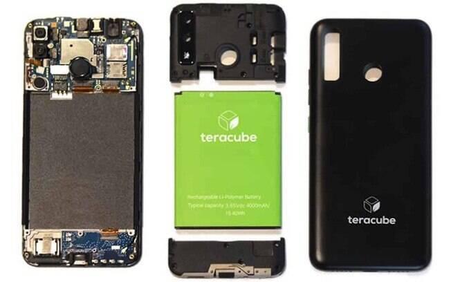 Teracube 2e é um celular sustentável que permite a troca da bateria com facilidade