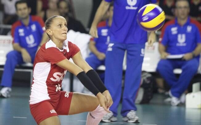 Fabi - líbero - está na ala de experientes no  duelo. Ela participou de sete das oito últimas  finais consecutivas entre Rio e Osasco