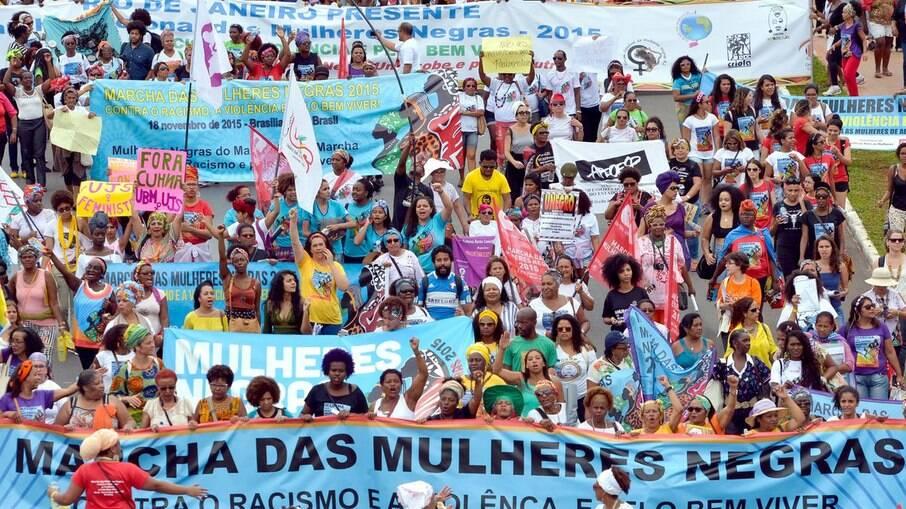 Especialistas comentam impacto do 7 de setembro de 2021; na foto, Marcha das Mulheres de 2015, que mobilizou mais de 80 mil mulheres negras