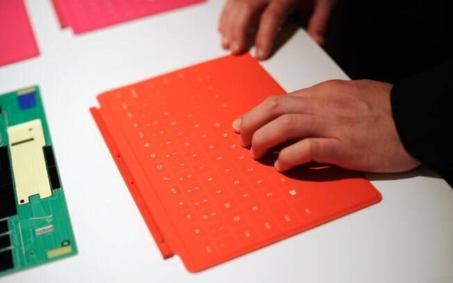 Capa que vira teclado não está inclusa no preço de alguns modelos do Surface