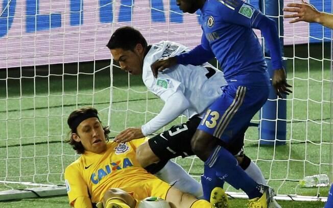 No mesmo jogo contra o Chelsea, Cassio fez  milagres, como neste lance no início do jogo