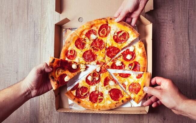 Pizza é uma delícia, mas é preciso muito exercício para queimar as calorias dessa 'gordice'