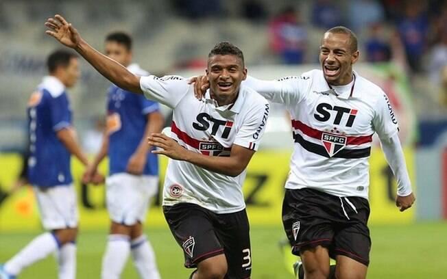 Reinaldo comemora gol, o segundo do São Paulo para cima do Cruzeiro no Mineirão