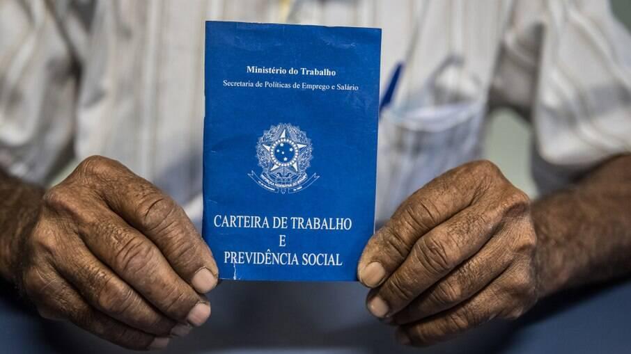 Programa Priore visa inserção de jovens no mercado de trabalho e contratação de funcionários acima de 55 anos