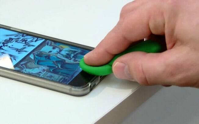 Demonstração manteve dedos falsos sobre o aparelho durante cinco minutos