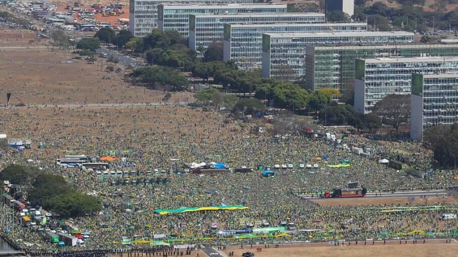 Protesto a favor do presidente Jair Bolsonaro e contra as instituições democráticas