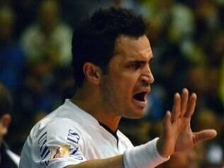 Mais sobre futsal  Falcão lamenta desmanche do futsal · Ala Falcão  oficializa saída do Santos 16f6cfd5ba8ee