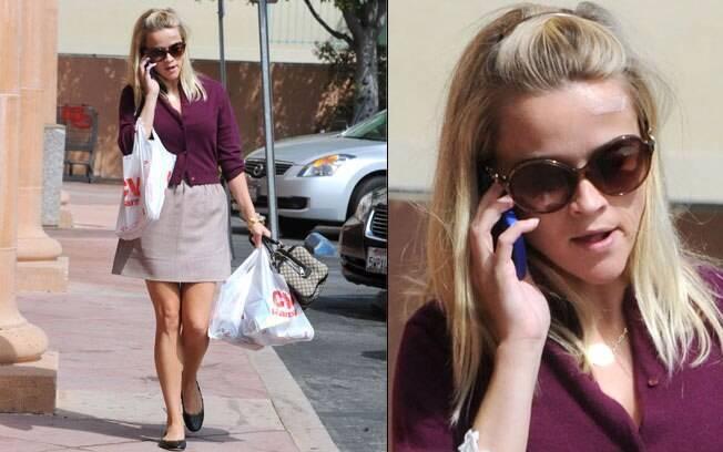 Recuperada, Reese Witherspoon caminha pelas ruas de Los Angeles nessa terça-feira (20)