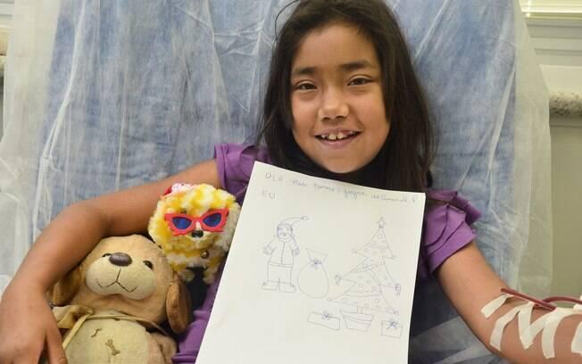 Joice fez um desenho para entregar para o Papai Noel do hospital Darcy Vargas, onde faz hemodiálise
