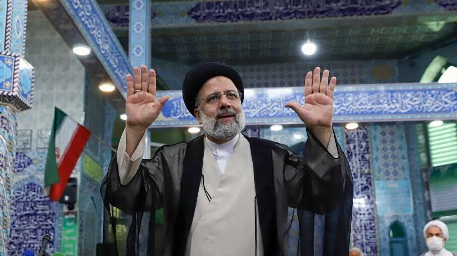 Irã prepara a transição de poder com Ebrahim Raisi na presidência