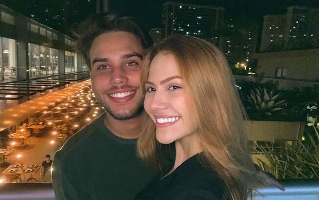 Sarah Poncio e Jonathan Couto