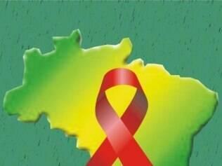 1999  - Estudos mostram que, ao deixar de fazer uso do coquetel AZT, o vírus HIV torna-se novamente detectável em exames.  No Brasil, são mais de 155 mil casos de infectados. Do total,  43,23% estão na faixa etária entre 25 e 34 anos.  Uma chimpanzé chamada Marilyn é contaminada pelo HIV. O vírus, porém, não deixa os animais doentes.  O Dia Mundial de Luta Contra a Aids tem o tema: ´Você pode fazer um mundo melhor. Escute, aprenda e viva com a realidade da AIDS´.