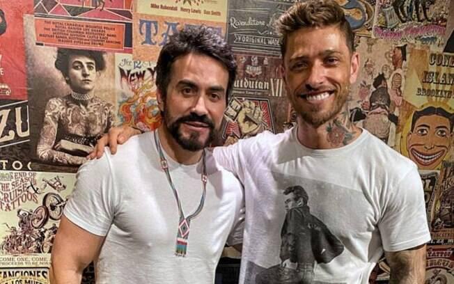Fábio de Melo e seu tatuador