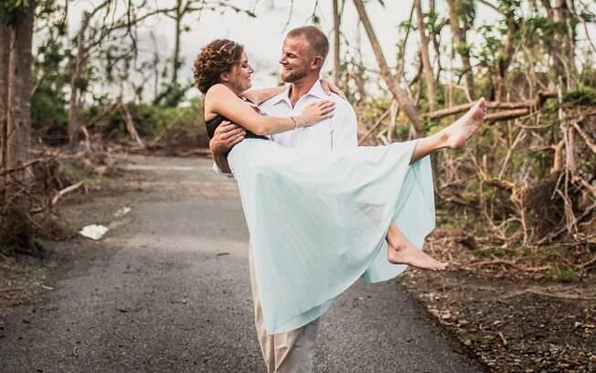 A empresária responsável por arrecadas dinheiro para a cerimônia de casamento, também tirou as fotos de noivado
